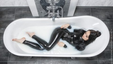 Kinky Fetisch Latex Fotoworkshop mit Top Model am 22.6.